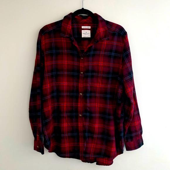 American Eagle boyfriend fit plaid button up shirt